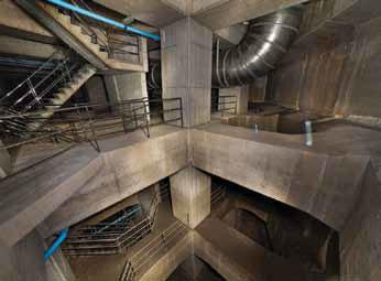 Резервуар имеет четыре подземных этажа, общей глубиной около 30 метров